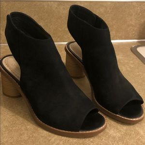Black Clark's block sandals